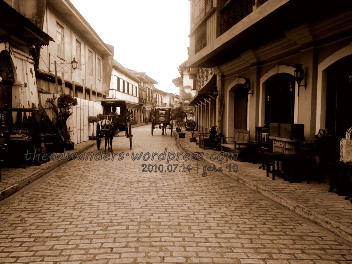 Walking through Vigan's Calle Crisologo
