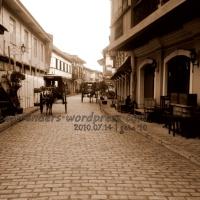 Walking through Vigan's Calle Crisologo