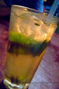 Iced lemon tea with a gum-sized sweetener (ano daw?!)
