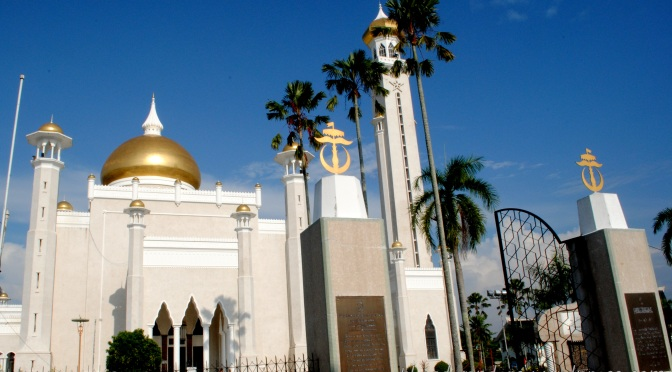 Backpacking South East Asia: Brunei – Masjid Omar 'Ali Saifuddien (SOAS Mosque)