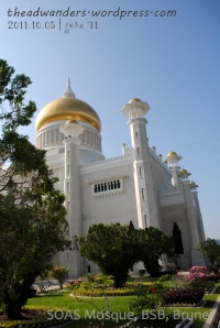 SOAS Mosque: Right side from the entrance