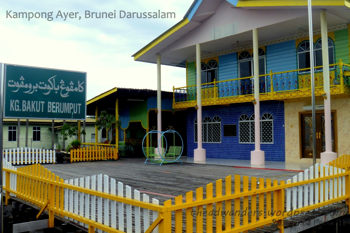 Backpacking South East Asia: Brunei - Getting In, Around and Out of Kampong Ayer
