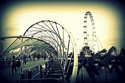 Helix-Bridge-and-Singapore-Flyer.jpg