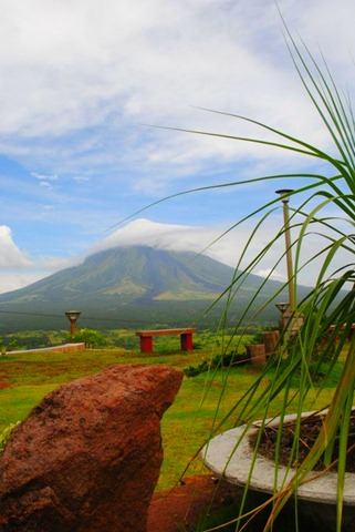 Mayon Volcano Lignon Hill View Deck