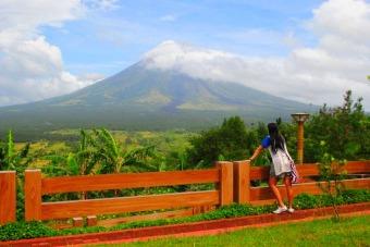 Mayon-Volcano-Lignon-Hill.jpg