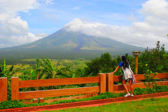 Mayon Volcano Lignon Hill