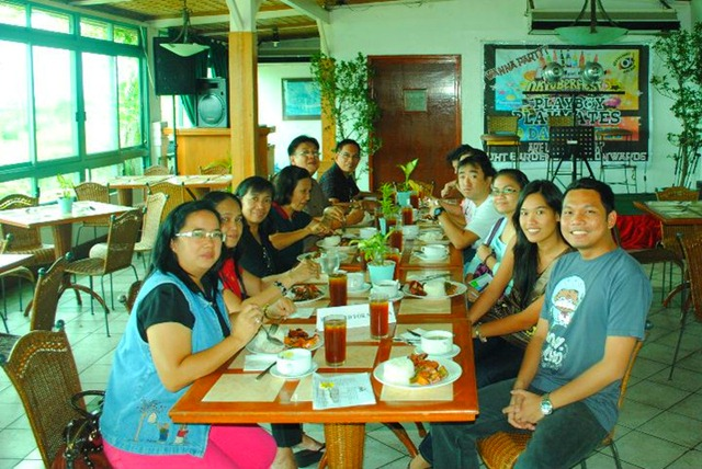 Day's Hotel Tagaytay - Happy Diners