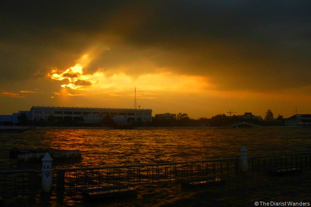 Backpacking SEA - Bangkok - Chao Phraya River sunset