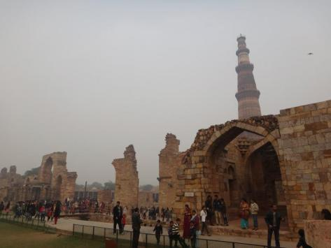 Qutb Minar and the ruins of the Quwwatu'l-Islam mosque